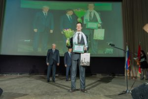 Грищенко на фоне губернатора